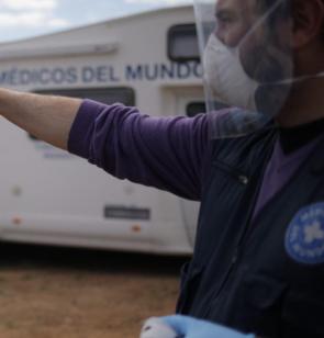 Médicos del Mundo realizando test coronavirus